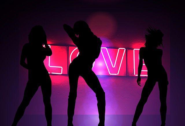 bailando música para striptease
