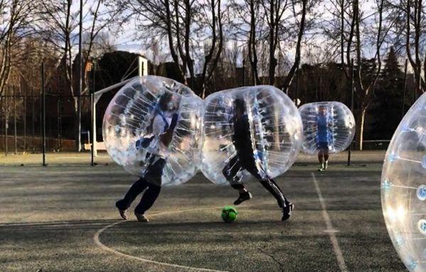 fútbol burbuja para despedidas de soltero de fin de semana en Madrid