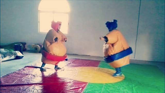 lucha de sumo de humor amarillo en madrid
