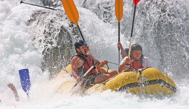 rafting para despedidas de soltero diferentes